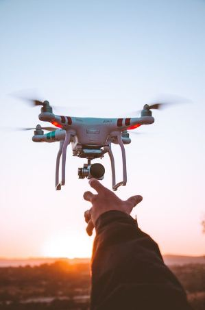 white-and-red-quadcopter-drone-close-up-photography